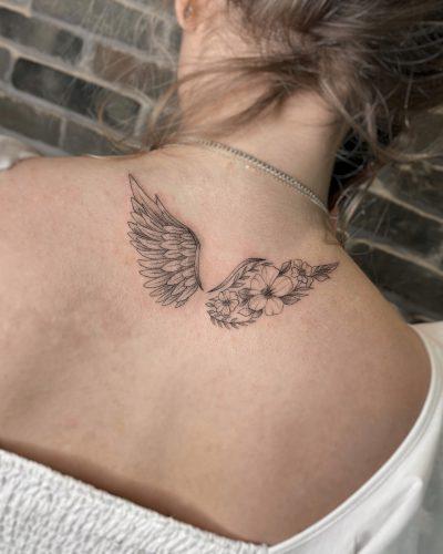 קעקוע קווים - כנפיים על הגב