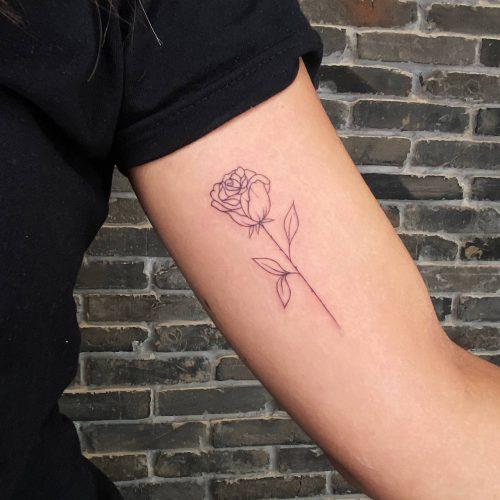 קעקוע קווים - פרח ורד על היד